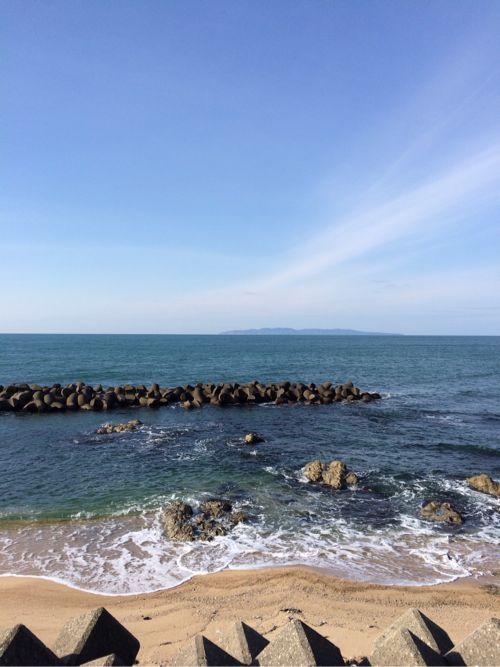 一方、晴れた日の海